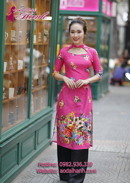 Áo dài cách tân màu hồng trẻ trung